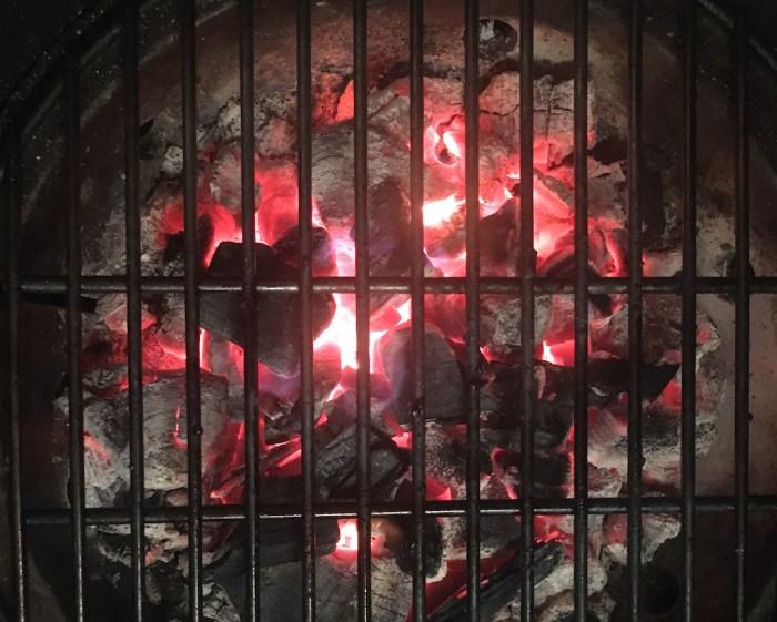 Nobelhart und Schmutzig - gluehende Kohle im Grill
